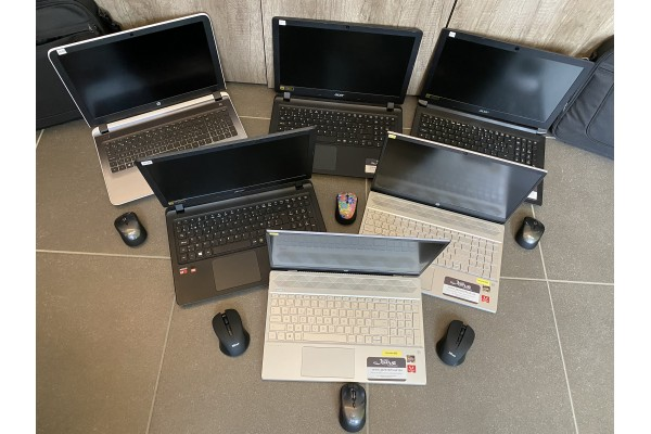 02 laptops
